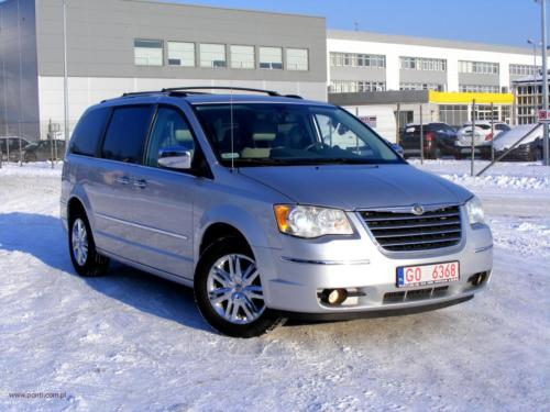 chrysler-town-country-2010-limited[11]